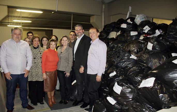 Prefeitura recebe doação de 18 mil peças de roupas da Abba