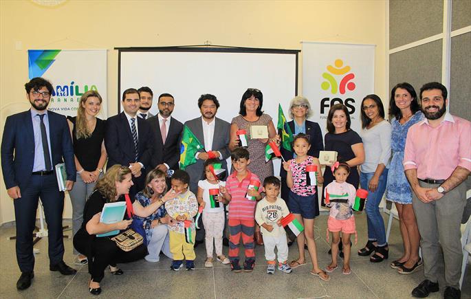 Embaixadora visita o Cras Barigui e conhece o Família Paranaense